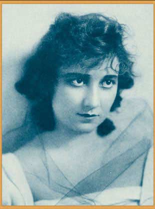 Publicity photo of Mary Fuller from Stars of the Photoplay, 1916, is in the public domain