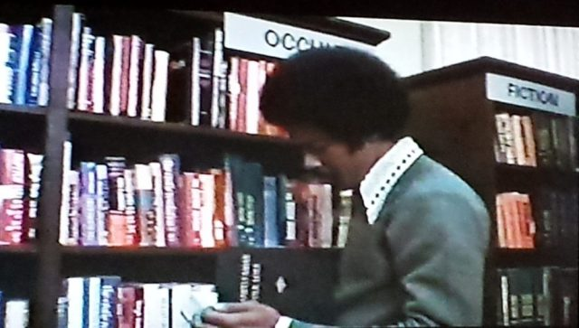 Bad library organization-- and no call numbers! -- in Scream Blacula Scream (1973)
