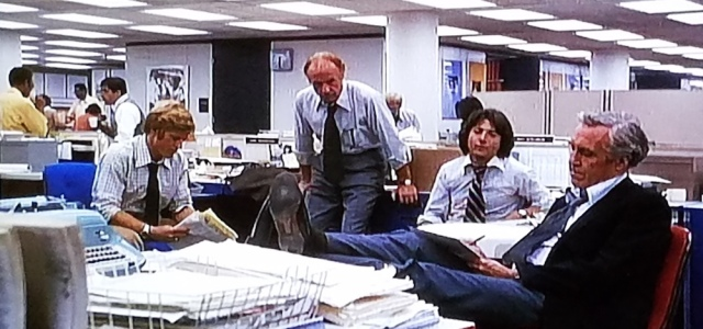Reporters discuss a story in All the President's Men (1976)