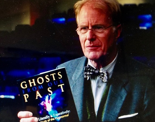 Ghosts from Our Past book in 'Ghostbusters' (2016)