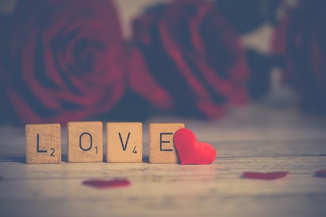Valentine love by Nietju is licensed under a CC0 public domain license