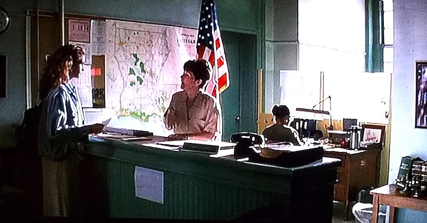 Records scene in The Pelican Brief (1993)